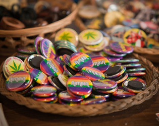 free nimbin badge*